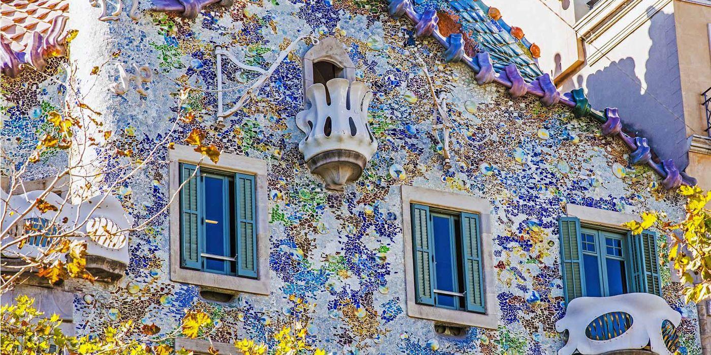 Casa Batlló. Joya modernista de Antoni Gaudí¿ Vas a viajar a Barcelona ? Descubre porqué has de incluir la Casa Batlló en tu lista de lugares imprescindibles a visitar en Barcelona.