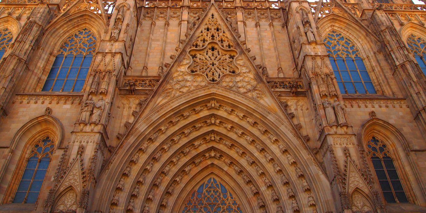 Catedral de Barcelona¿ Vas a viajar a Barcelona ? En este artículo te comentamos algunas de las curiosidades que no te puedes perder en tu visita a la Catedral de Barcelona.